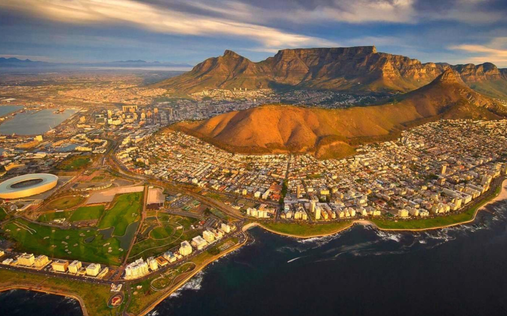 This image has an empty alt attribute; its file name is capetown_crop_0-1024x639.jpg